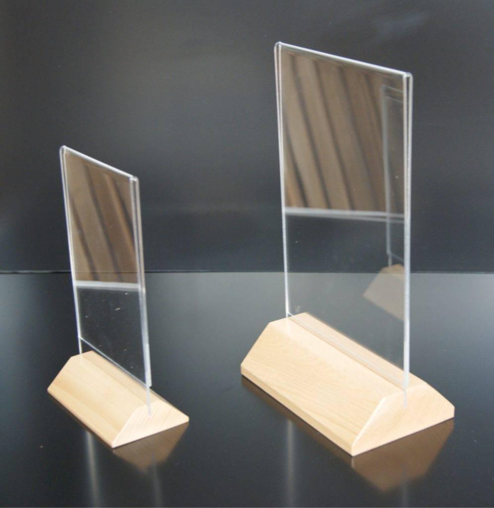Plexihouder display houten voet